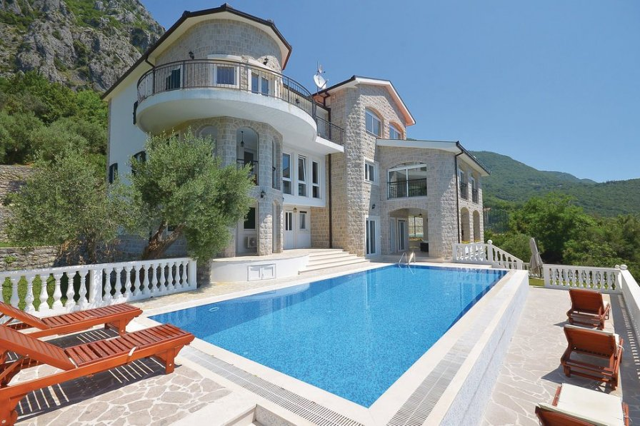 Villa with swimming pool in Herceg Novi