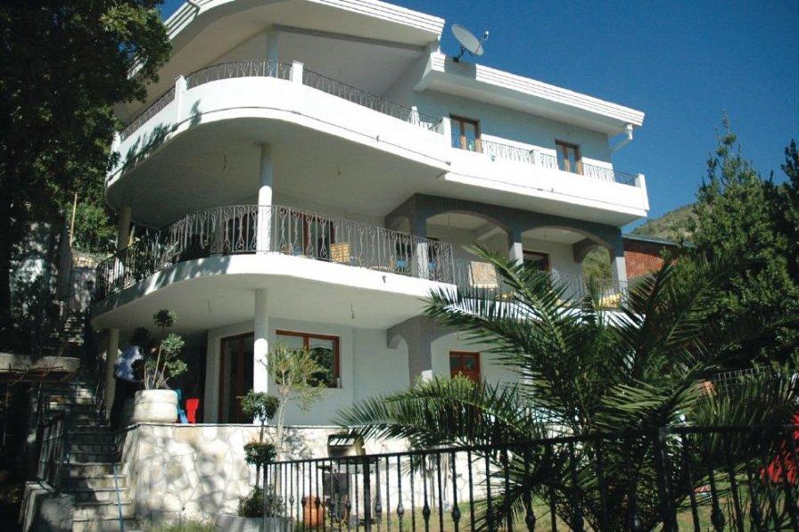 Bar holiday villa rental with swimming pool