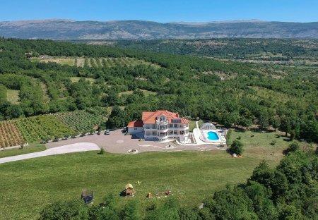 Villa in Hrvace, Croatia