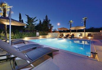2 bedroom Villa for rent in Novalja