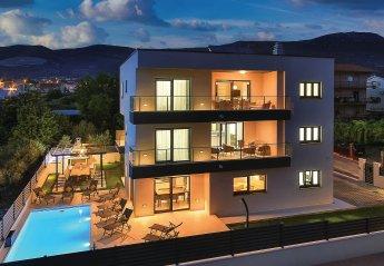 8 bedroom Villa for rent in Kastel Novi