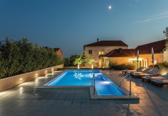 5 bedroom Villa for rent in Split