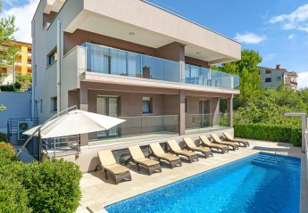 4 bedroom Villa for rent in Rabac