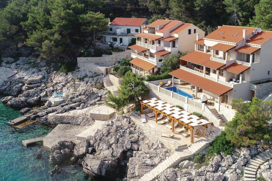 Villa in Croatia, Prižba