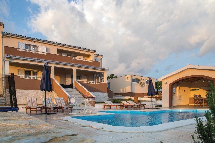 Villa To Rent In Rado I Croatia With Swimming Pool 203985