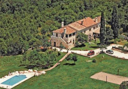 Villa in Divšići, Croatia: