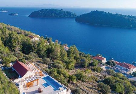 Villa in Karbuni, Croatia