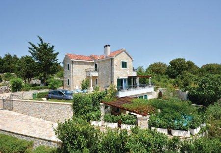 Villa in Pražnica, Croatia