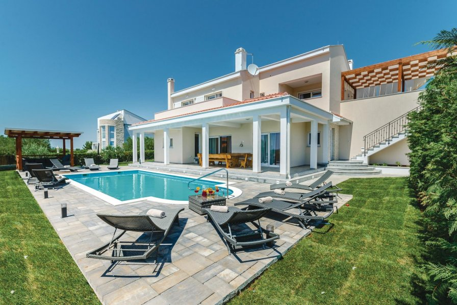 Villa in Croatia, Debeljak
