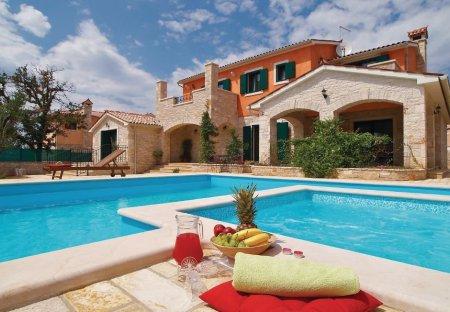 Villa in Gajana, Croatia: KONICA MINOLTA DIGITAL CAMERA