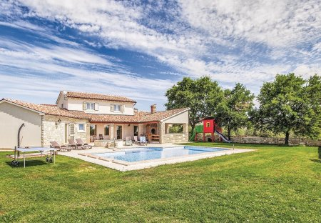 Villa in Valtura, Croatia