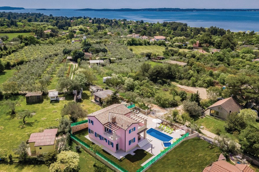 Villa in Croatia, Peroj