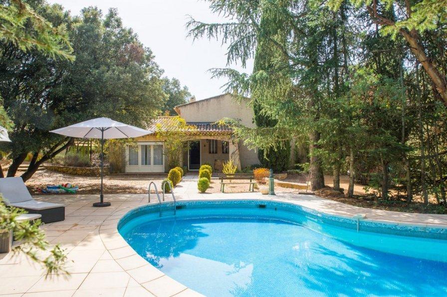 Villa in France, Tavernes