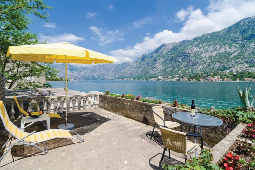 Kotor holiday villa rental