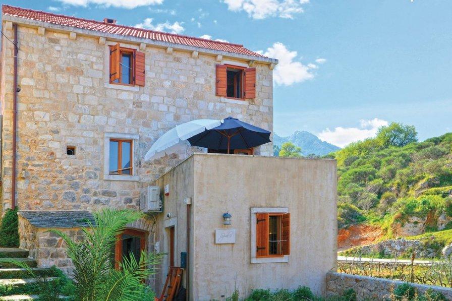 Villa in Croatia, Pitve