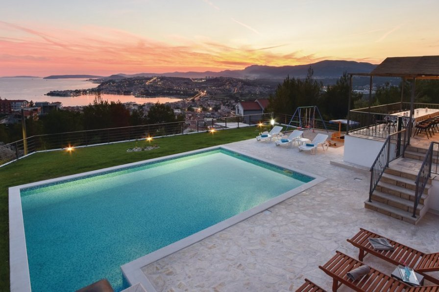 Villa in Croatia, Podstrana