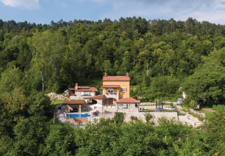 Villa in Klenovšćak, Croatia
