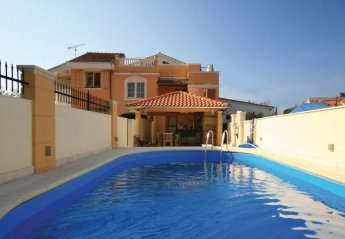 6 bedroom Villa for rent in Brodarica