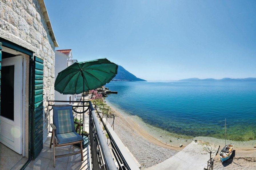 Villa in Croatia, Brist