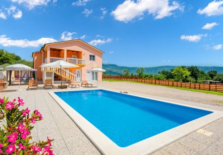 Villa in Tupljak, Croatia