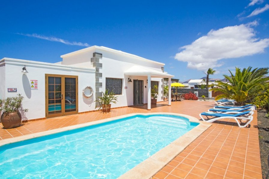 Villa to rent in playa blanca lanzarote with private pool for Villas rubicon lanzarote
