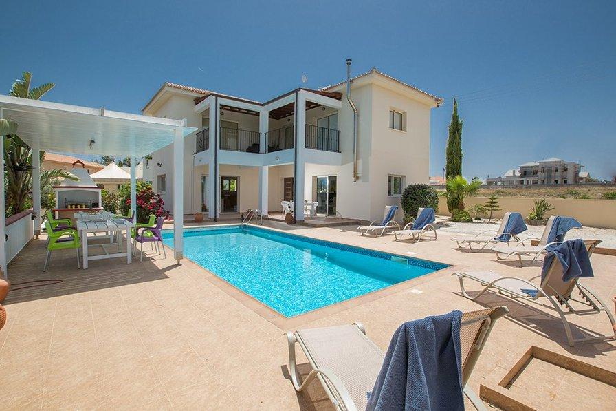 Villa Orka, 3 Bedroom Private Villa with Pool. 20Mbps WiFi, UKsat