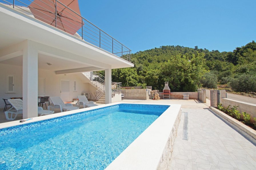 Apartment To Rent In Blato Croatia With Swimming Pool