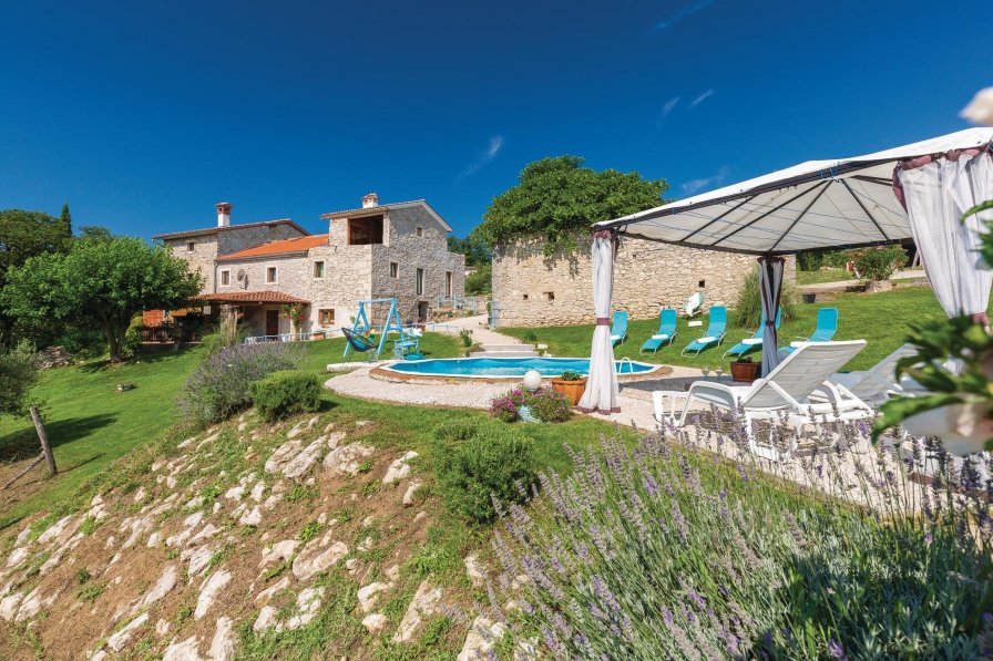Villa in Croatia, Zajci