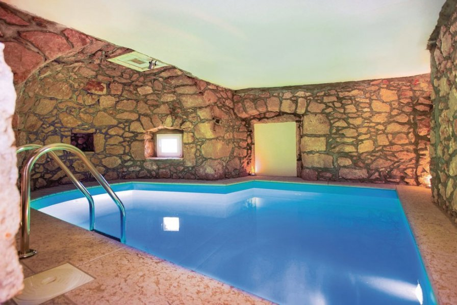Villa To Rent In Obr Croatia With Swimming Pool 206583