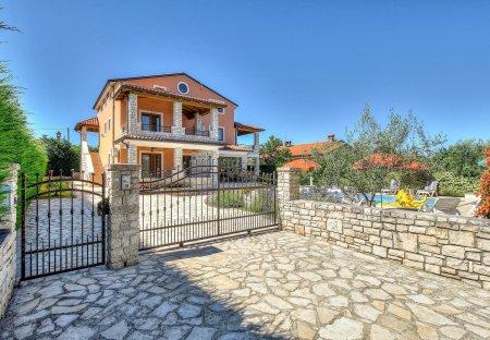 Villa in Plovanija, Croatia