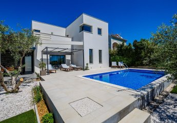 4 bedroom Villa for rent in Trogir