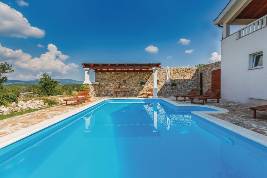 Villa in Croatia, Opanci