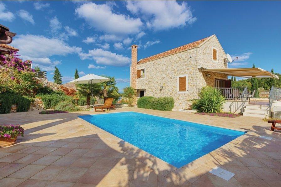 Villa To Rent In Man Croatia With Swimming Pool 207589