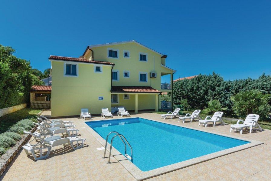 Apartment in Croatia, Mugeba - Monghebbo