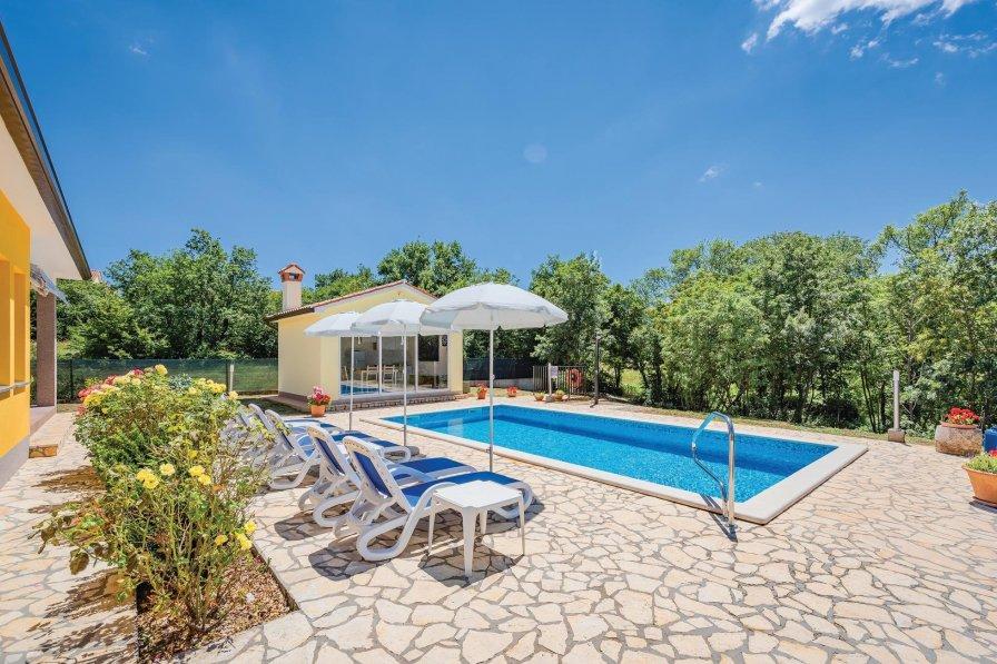 Villa To Rent In Trmac Croatia With Swimming Pool 207770