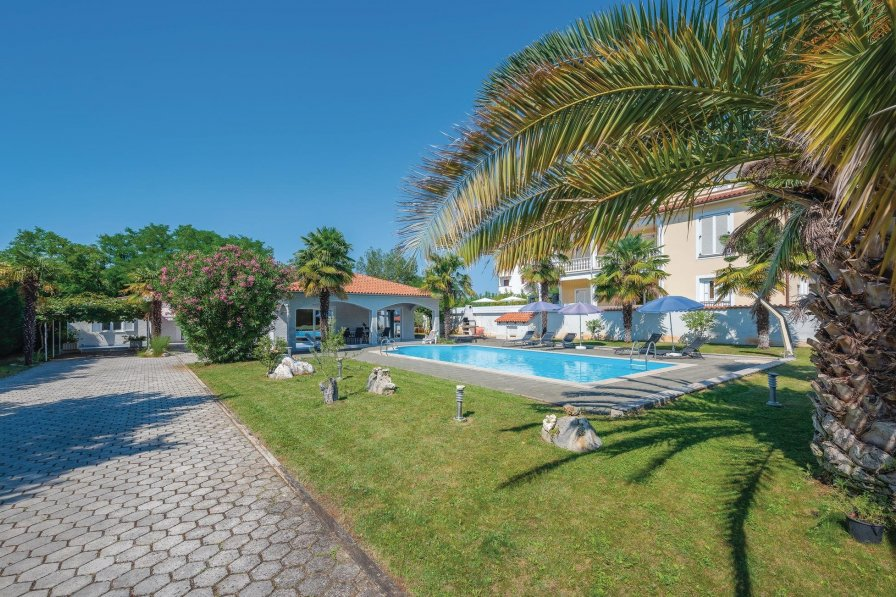 Villa in Croatia, Kukci