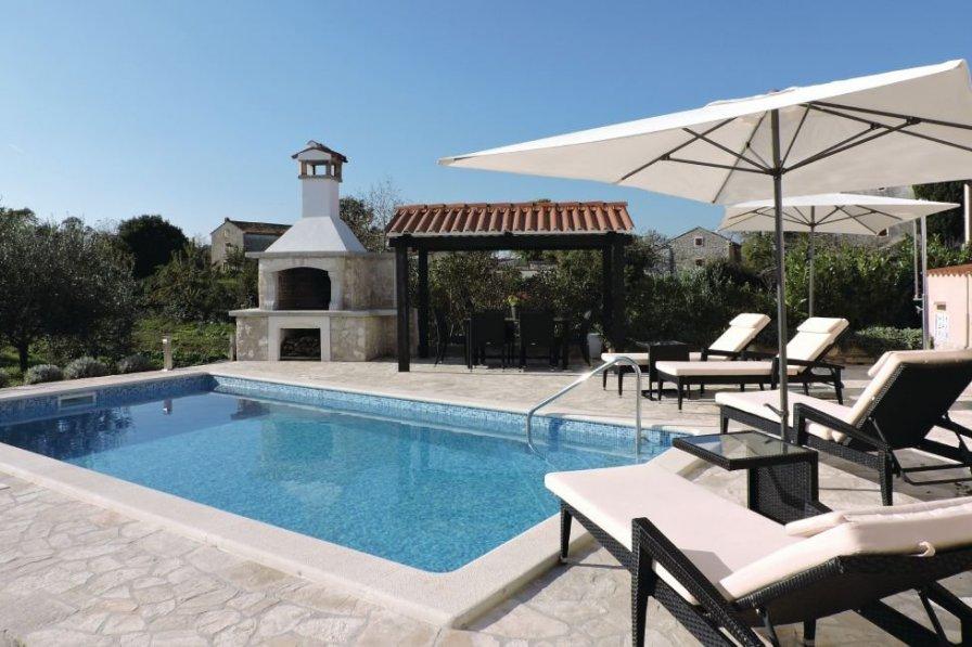 Villa To Rent In Puntera Croatia With Swimming Pool 208028