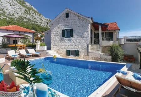 Villa in Gata, Croatia