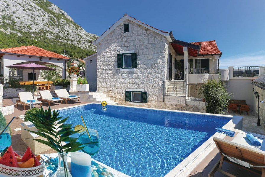 Villa in Croatia, Gata