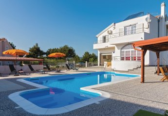 4 bedroom Villa for rent in Brodarica