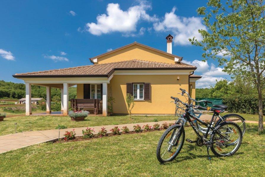 Villa in Croatia, Putini