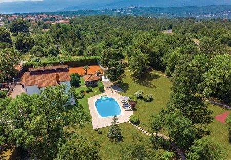 Villa in Mladenići, Croatia
