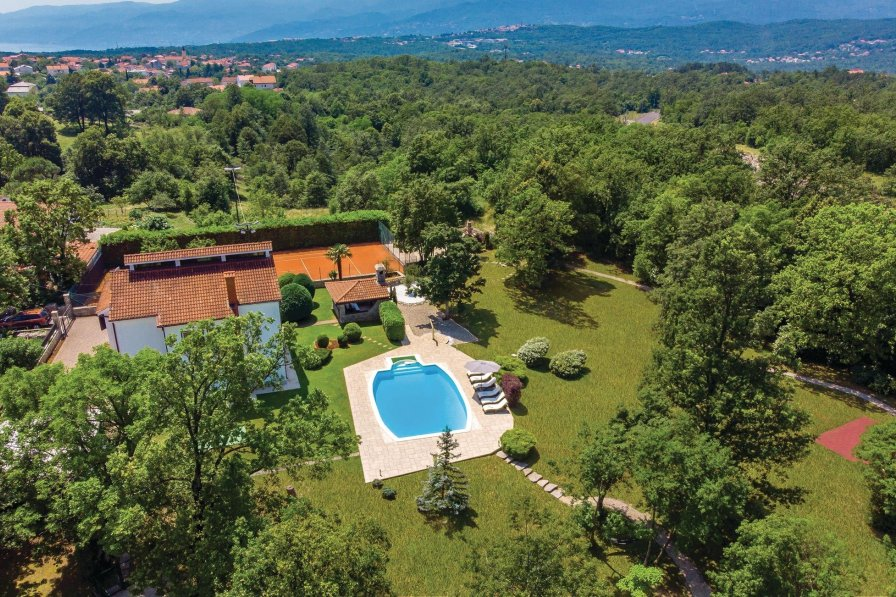Villa in Croatia, Mladenići