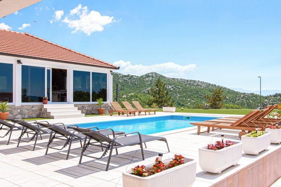Villa in Croatia, Neorić