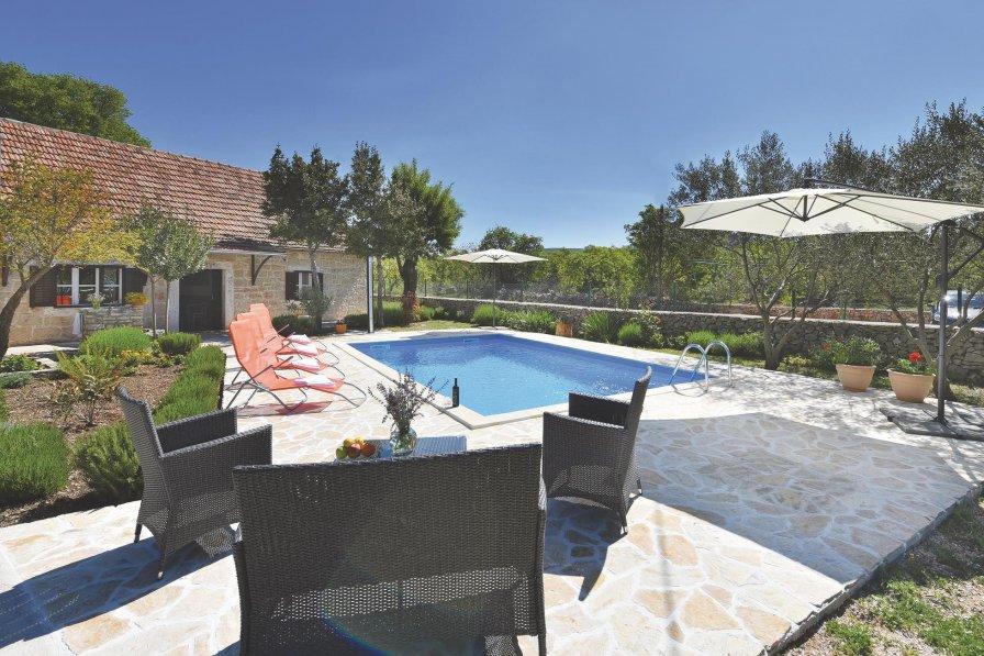 Villa To Rent In Suknovci Croatia With Swimming Pool 208750