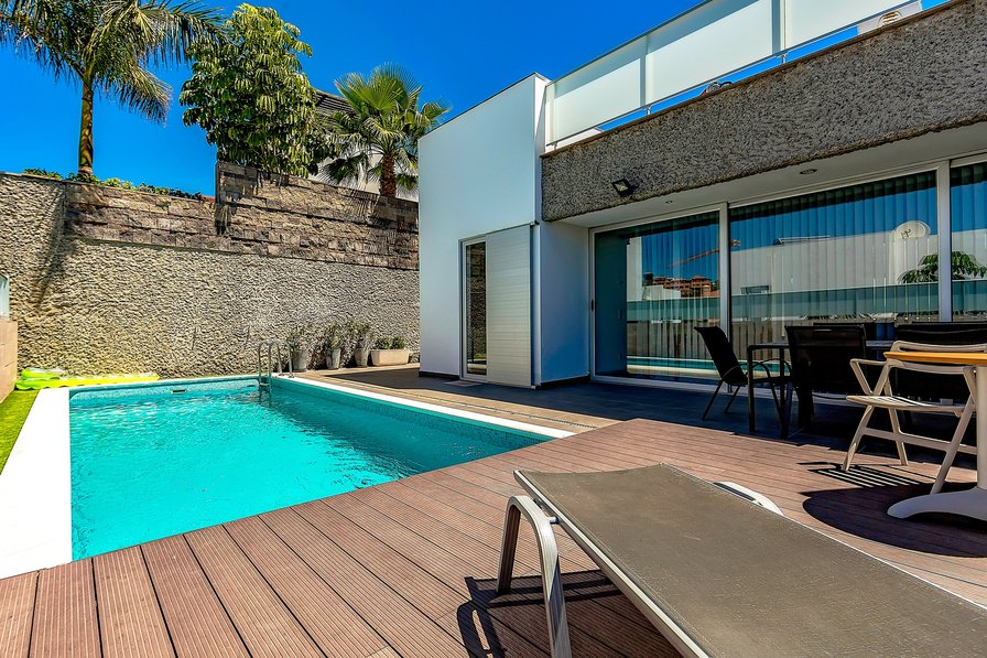 Villa To Rent In Playas Del Duque Tenerife With Private