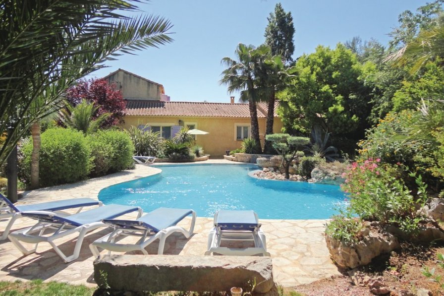 Herault holiday villa rental with private pool