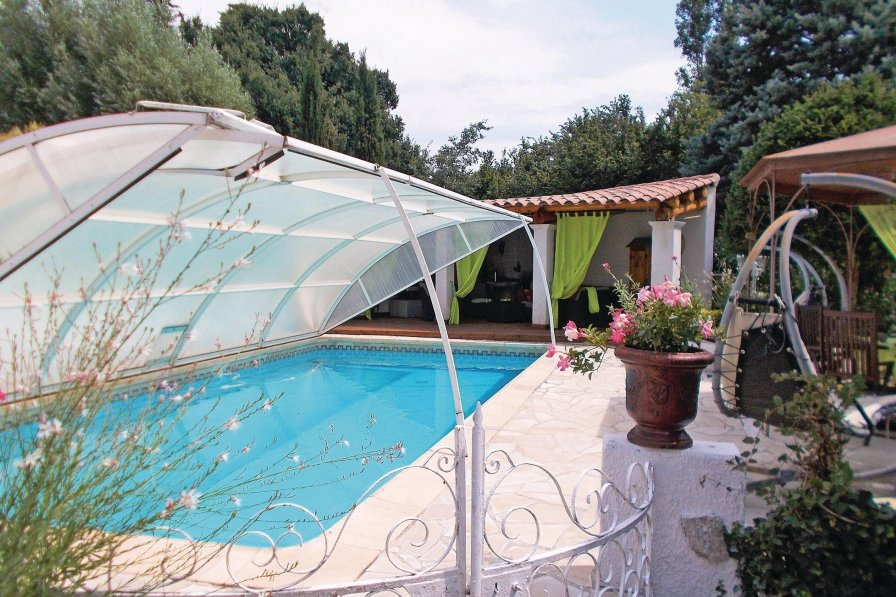 Holiday villa in Vaucluse with private pool