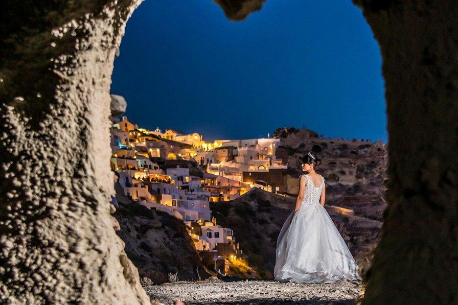 Santorini sea front wedding villa with private pool!