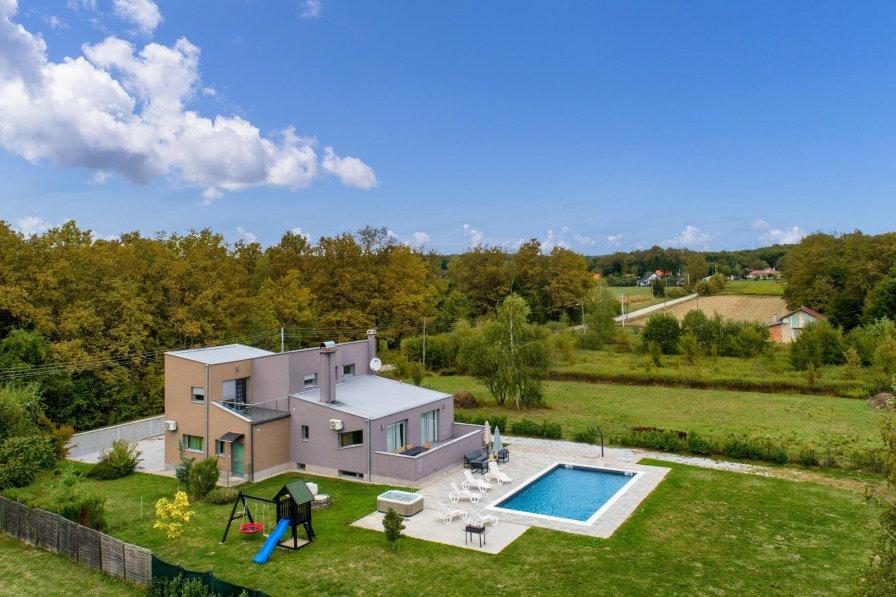 Villa in Croatia, Bratina